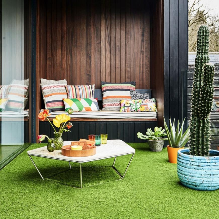 Fake grass – everything you wish to know approximately buying and laying a low-maintenance faux garden