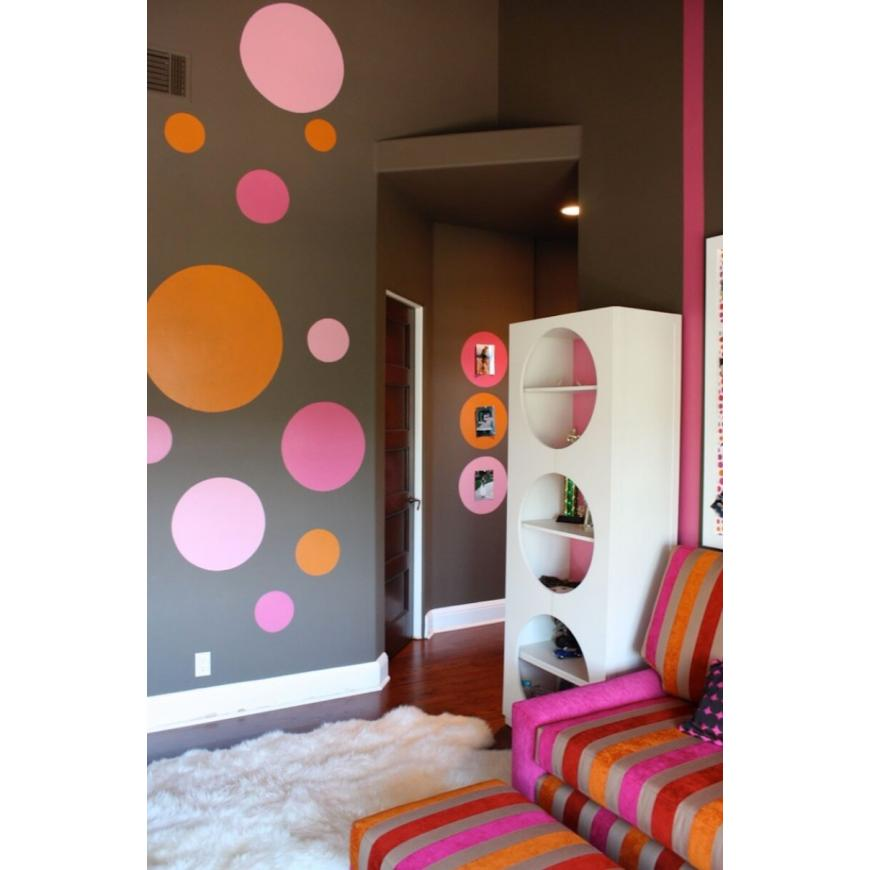 A la mode Ways to Utilize Polka-Dot Designs
